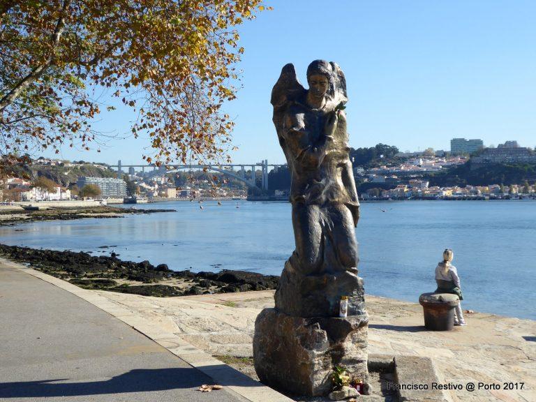 O Anjo Mensageiro ou Gabriel, escultura de Irene Lisboa, Foz do Douro